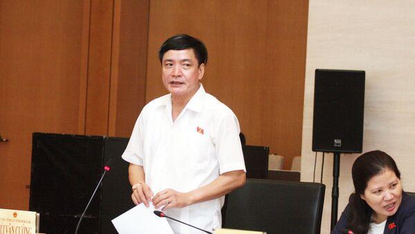 Đại biểu Quốc hội Bùi Văn Cường phát biểu.  - Sputnik Việt Nam