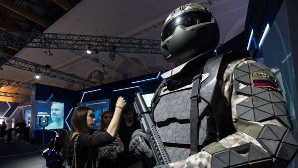 Thiết bị của máy bay chiến đấu của người Viking trong tương lai, với một bộ khung bằng titan tại gian hàng của tập đoàn nhà nước Rostec tại triển lãm - Sputnik Việt Nam
