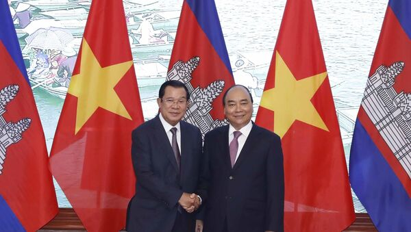 Thủ tướng Chính phủ Nguyễn Xuân Phúc và Thủ tướng Vương quốc Campuchia Samdech Techo Hun Sen tại Trụ sở Chính phủ. - Sputnik Việt Nam