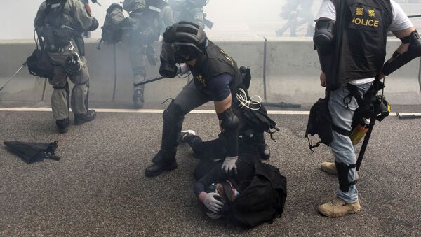 Cảnh sát bắt giữ người biểu tình ở Hồng Kông - Sputnik Việt Nam