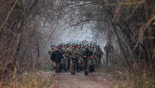 Thi kiểm tra lấy Mũ nồi đỏ với sĩ quan lực lượng đặc nhiệm Belarus - Sputnik Việt Nam
