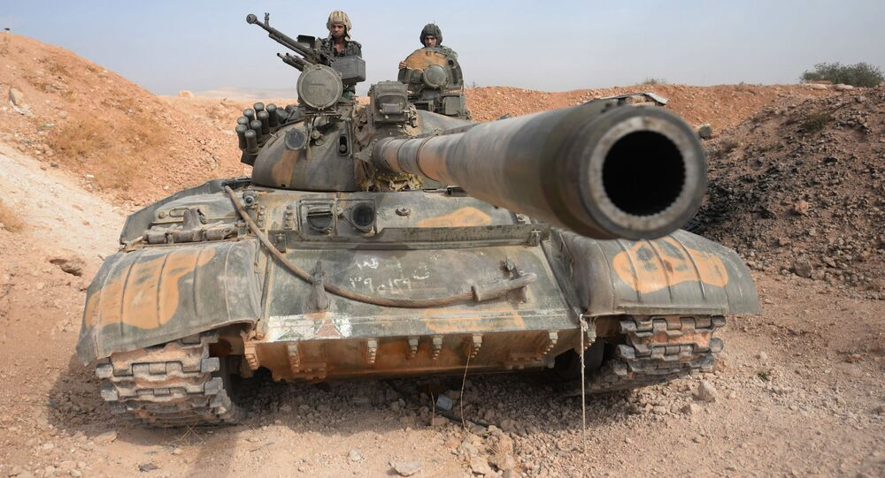 Tổ lái xe tăng T-72 của Sư đoàn 10, Quân Đoàn 2, Quân đội Tự Do Syria tại thành phố Katana (ở Syria)