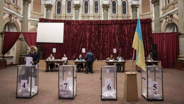 Các trạm bỏ phiếu ở Kharkov trong cuộc bầu cử chính quyền địa phương - Sputnik Việt Nam