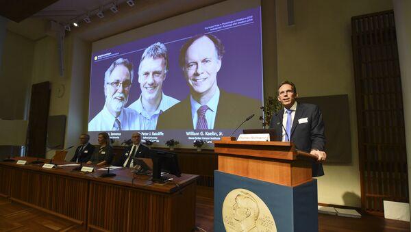 Thư ký Ủy ban Nobel Thomas Perlmann trong buổi công bố người đoạt giải Nobel tại Viện Caroline ở Stockholm, Thụy Điển - Sputnik Việt Nam