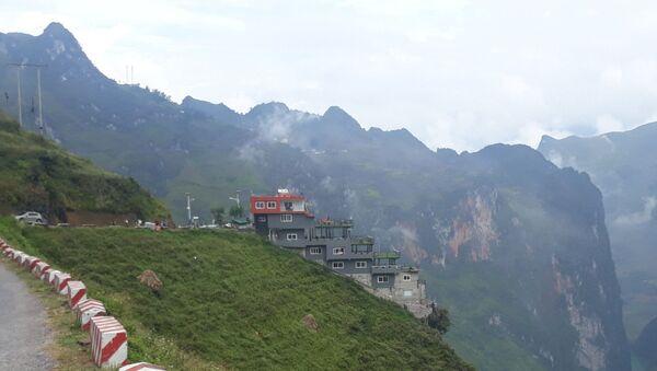 Nhà nghỉ, nhà hàng Panorama Mã Pì Lèng. - Sputnik Việt Nam
