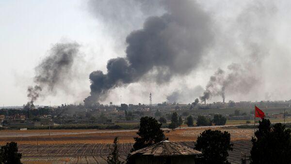 Khói thuốc ở thành phố Tel Abyad của Syria - Sputnik Việt Nam