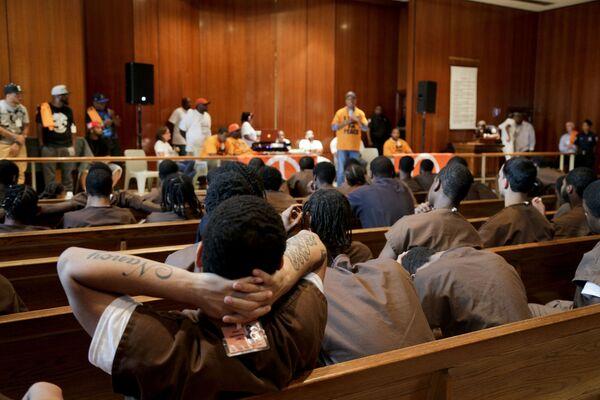 Phạm nhân của nhà tù Rikers Island lớn nhất thế giới dự buổi phát biểu của người đồng sáng lập Def Jam Russell Simmons - Sputnik Việt Nam