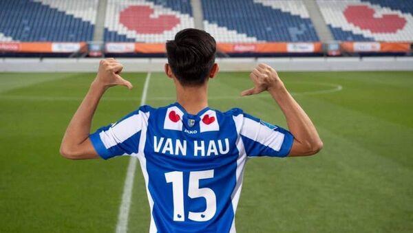 Văn Hậu trên sân vận động Jong Heerenveen - Sputnik Việt Nam