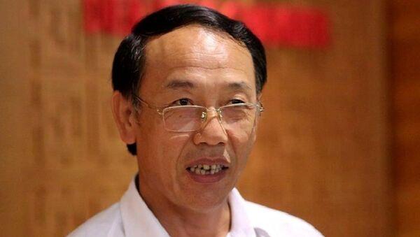 Ông Sùng A Hồng trả lời báo chí bên lề Quốc hội.  - Sputnik Việt Nam