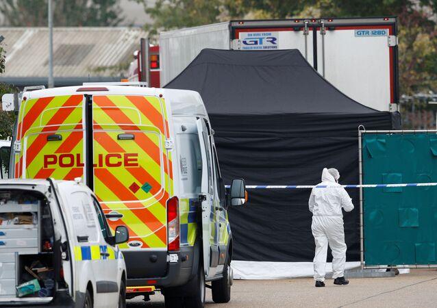 Сảnh sát Anh phát hiện 39 thi thể bên trong container