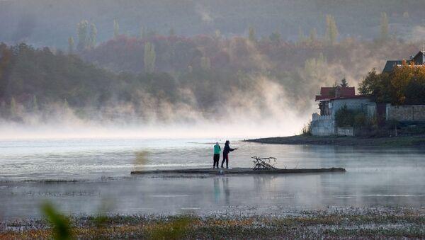 Buổi sáng tại hồ Simferopol ở Crưm - Sputnik Việt Nam