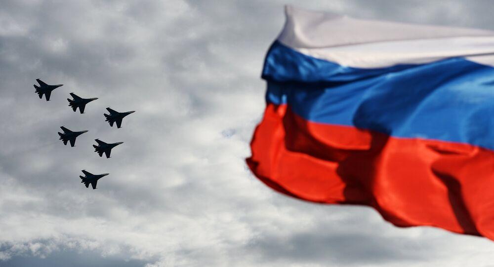 Đội nhào lộn trên không Dũng sỹ Nga bay trình diễn tại Triển lãm hàng không quốc tế MAKS 2015