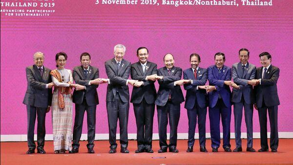 Thủ tướng Nguyễn Xuân Phúc và các Trưởng đoàn tại Lễ khai mạc Hội nghị Cấp cao ASEAN lần thứ 35 - Sputnik Việt Nam