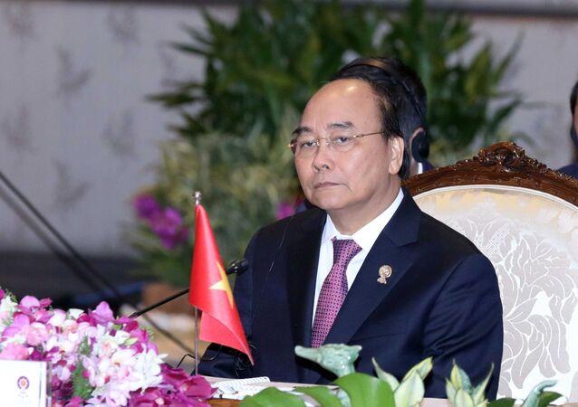 Thủ tướng Nguyễn Xuân Phúc dự Phiên toàn thể Hội nghị cấp cao ASEAN lần thứ 35