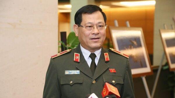 Tướng Nguyễn Hữu Cầu nói tám người bị bắt chưa phải là đường dây đưa người sang Anh. - Sputnik Việt Nam