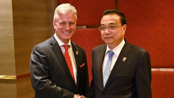 Robert O'Brien và Lý Khắc Cường (Li Keqiang). - Sputnik Việt Nam