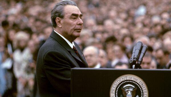 Леонид Ильич Брежнев во время официальной церемонии встречи у Белого дома - Sputnik Việt Nam