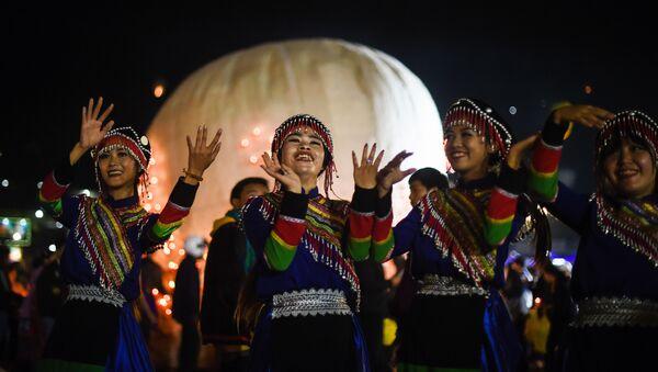 Những người tham gia Tazaungdaing Lighting Festival ở Myanmar - Sputnik Việt Nam