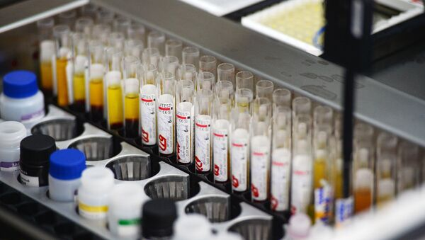 Лаборатория иммуноферментных исследований, где проходит исследование крови на инфекции (гепатит, сифилис, ВИЧ)  - Sputnik Việt Nam