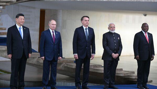 Tổng thống Nga Vladimir Putin tại hội nghị thượng đỉnh BRICS ở Brazil - Sputnik Việt Nam