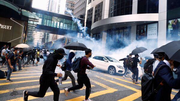 Đụng độ giữa người biểu tình với cảnh sát ở Hồng Kông - Sputnik Việt Nam