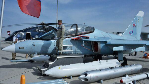 Máy bay huấn luyện chiến đấu Yak-130 tại triển lãm hàng không quốc tế Dubai Airshow 2019, Dubai - Sputnik Việt Nam