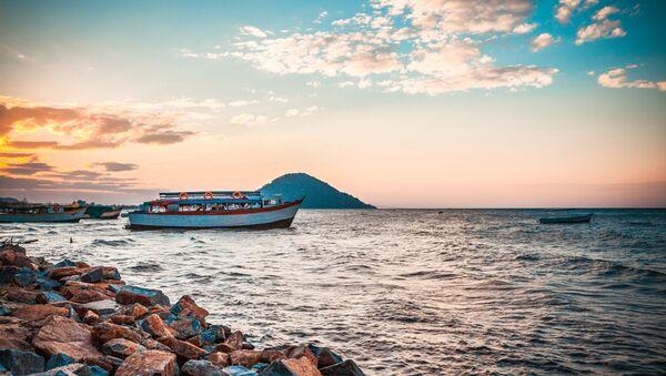 Hồ Nyasa nằm giữa các nước Malawi, Mozambique và Tanzania - Sputnik Việt Nam