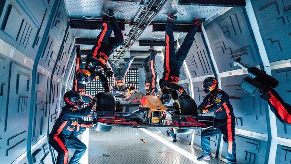 Đội đua Công thức 1 dừng chân trên máy bay Nga trong điều kiện không trọng lực. - Sputnik Việt Nam