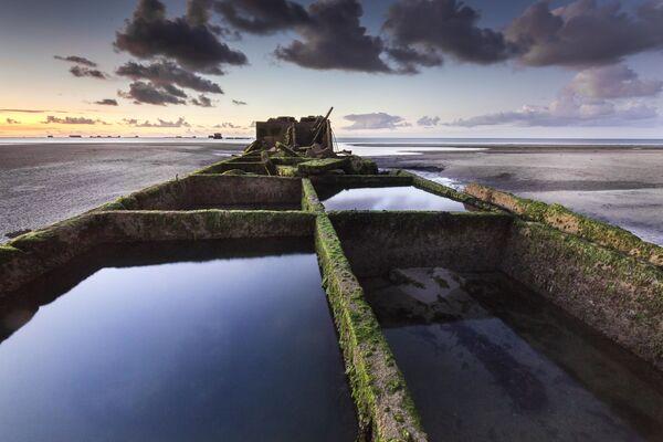 Ảnh chụp cảng Mulberry ở Anh của Stéphane Hurel, quán quân trong cuộc thi Historic Photographer of the Year 2019 - Sputnik Việt Nam