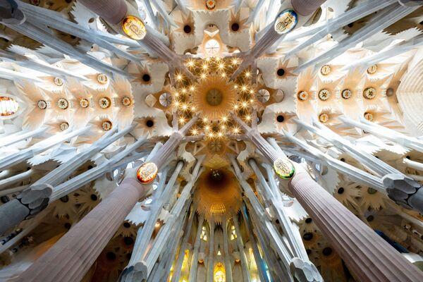 Bức ảnh Vương cung thánh đường Sagrada Familia ở Tây Ban Nha của Anumit Sasidharan, người vào chung kết cuộc thi Historic Photographer of the Year 2019 - Sputnik Việt Nam