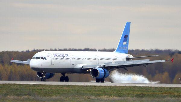 Chiếc máy bay Airbus A-321 của hãng Metrojet với số đăng ký EI-ETJ,đã bị rơi ở Ai Cập - Sputnik Việt Nam