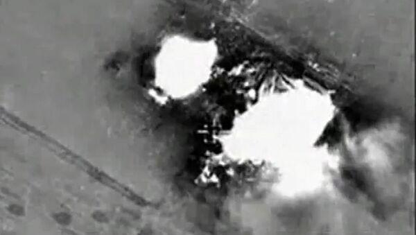 Cuộc không kích của máy bay Nga vào các vị trí của IS ở Syria - Sputnik Việt Nam