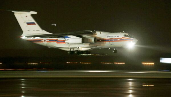 Tại St. Petersburg, máy bay chở thi thể các nạn nhân vụ rơi máy bay Airbus A321 - Sputnik Việt Nam