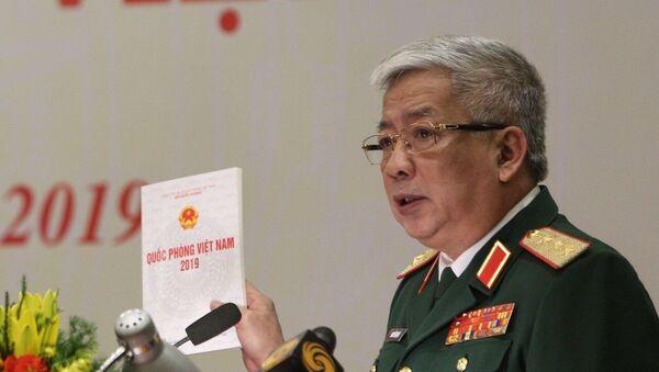 Thượng tướng Nguyễn Chí Vịnh, Thứ trưởng Bộ Quốc phòng giới thiệu nội dung Sách trắng Quốc phòng và cuốn Sách ảnh. - Sputnik Việt Nam