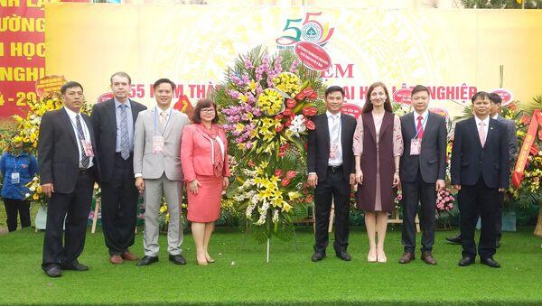 Đoàn đại biểu trường Đại học Liên bang phương Bắc (Nga)  dự lễ kỷ niệm 55 năm thành lập trường Đại học Lâm nghiệp Quốc gia Việt Nam - Sputnik Việt Nam