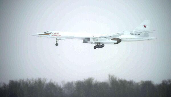 Chuyến bay trình diễn máy bay ném bom chiến lược siêu thanh mới Tu-160M Peter Deinekin - Sputnik Việt Nam