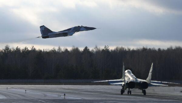 Máy bay chiến đấu đa chức năng MiG-35 tại khu vực thử nghiệm của nhà máy hàng không Lukhovitsy - Sputnik Việt Nam