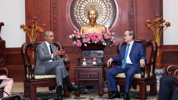 Bí thư Thành ủy Thành phố Hồ Chí Minh Nguyễn Thiện Nhân tiếp cựu Tổng thống Hoa Kỳ Barack Obama - Sputnik Việt Nam