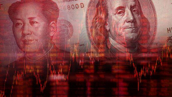 Tiền tệ của Trung Quốc và Hoa Kỳ trên nền của biểu đồ - Sputnik Việt Nam