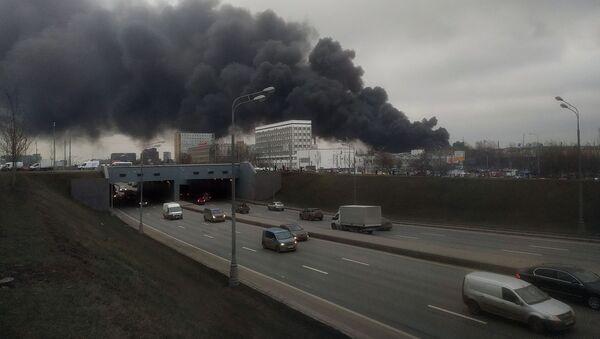 Cháy tại một nhà kho trên đường cao tốc Warsaw ở Moscow - Sputnik Việt Nam