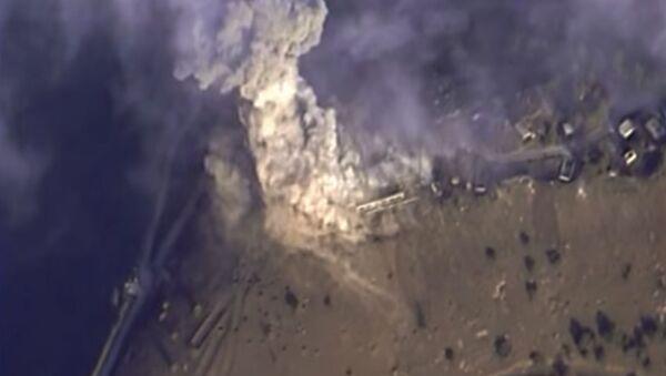 Cuộc không kích của Lực lượng Hàng không vũ trụ Nga vào các cứ điểm của IS ở Syria - Sputnik Việt Nam
