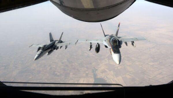 Máy bay chiến đấu F-18 Super Hornet  của Không quân Mỹ bay trên bầu trời Iraq - Sputnik Việt Nam