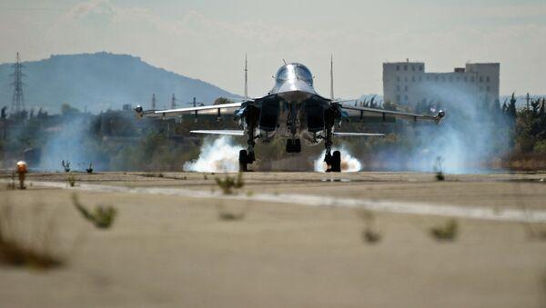 """Máy bay tiêm kích-ném bom đa năng Su-34 tại căn cứ không quân """"Hmeymim"""" ở Syria - Sputnik Việt Nam"""