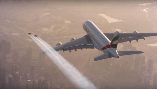 Video chuyến bay chung của người với máy bay khổng lồ ở Dubai - Sputnik Việt Nam