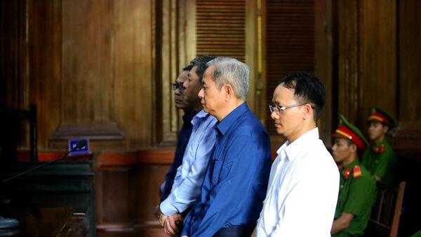 Các bị cáo nghe đại diện Viện Kiểm sát luận tội.  - Sputnik Việt Nam