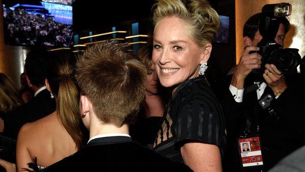 Nữ diễn viên người Mỹ Sharon Stone tại Lễ trao giải Quả cầu vàng lần thứ 75 - Sputnik Việt Nam