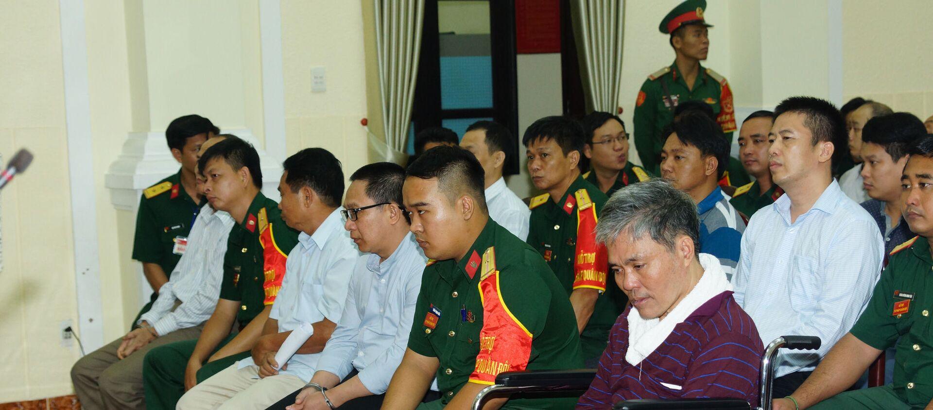 Bị cáo Trần Văn Đồng ngồi xe lăn đến tòa do bị tai biến - Sputnik Việt Nam, 1920, 31.12.2019