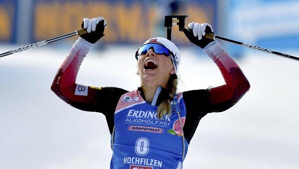 Tiril Eckhoff đã giành chiến thắng trong cuộc đua theo đuổi biathlon KM ở Áo - Sputnik Việt Nam