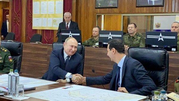 Tổng thống Nga Vladimir Putin và Tổng thống Syria Bashar Assad trong cuộc gặp tại Damascus - Sputnik Việt Nam