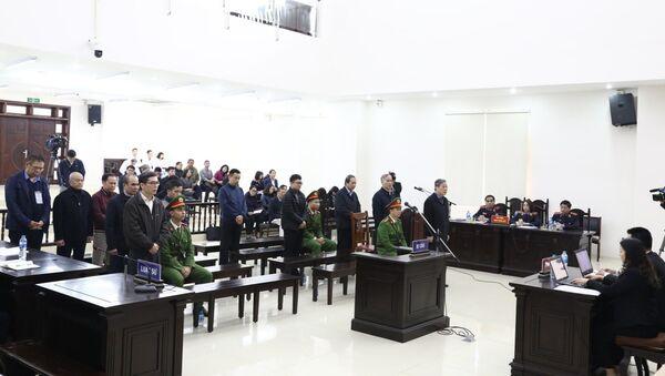 Các bị cáo nghe tòa tuyên án. - Sputnik Việt Nam